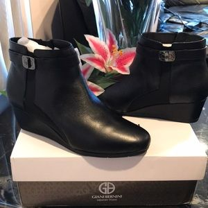 Gianni Bernini booties with memory foam